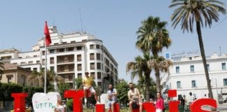 Tourists-poses-for-picture-in-downtown-Tunis