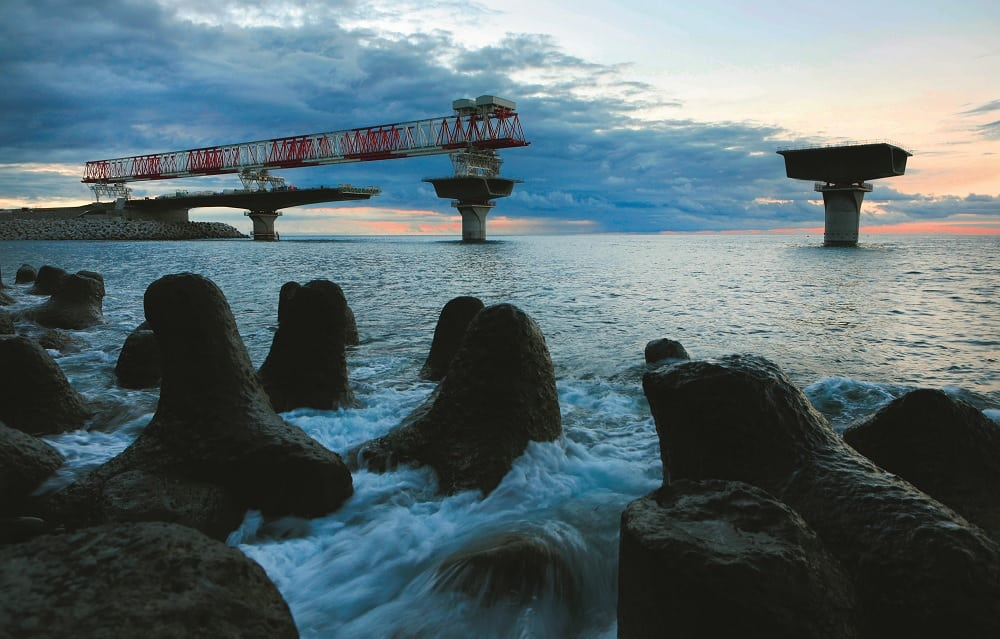 New Coastal Road to open in Reunion