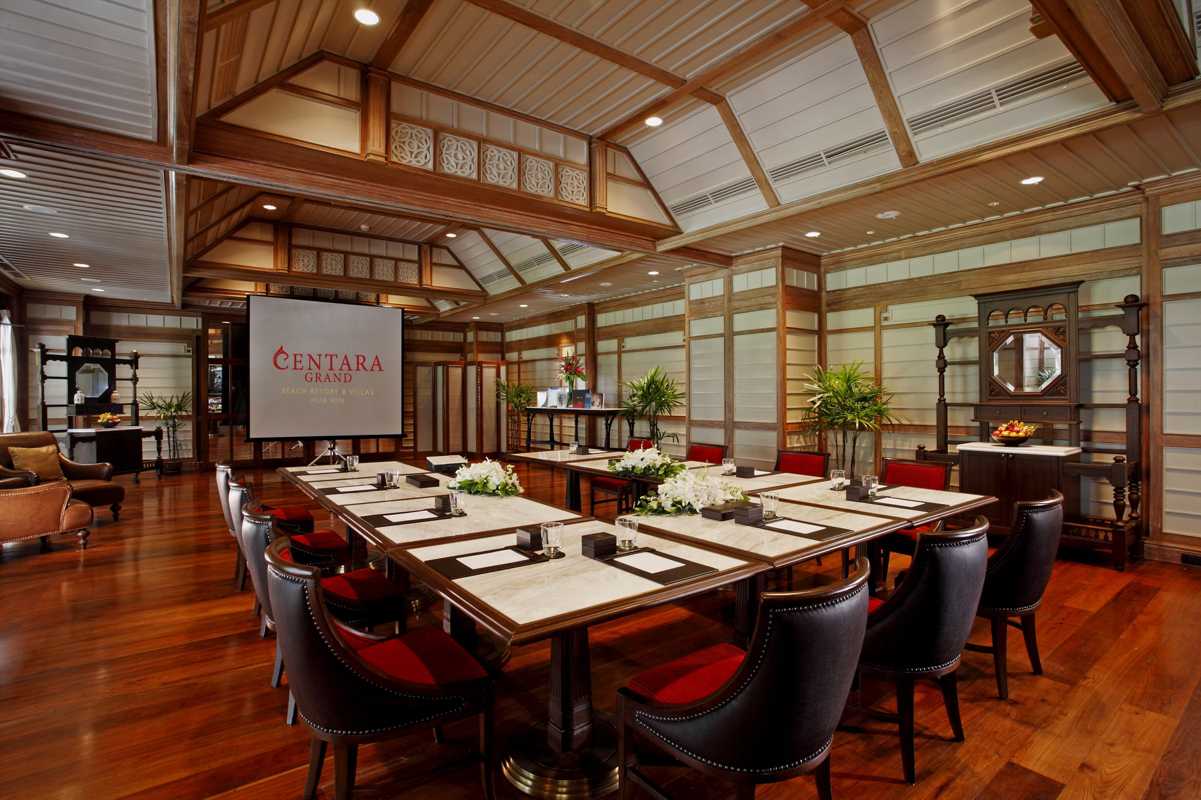 New dynamic meetings in Hua Hin's historic land