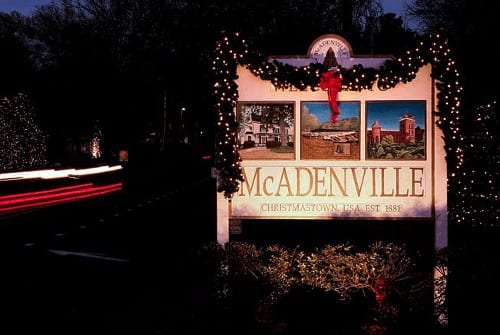 Mcadenville Christmas Lights.Christmas Town Usa 651 Citizens And The Biggest Light Show