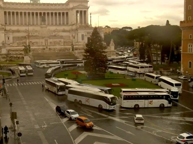 Traffic chaos in Rome against new rules on tourist buses