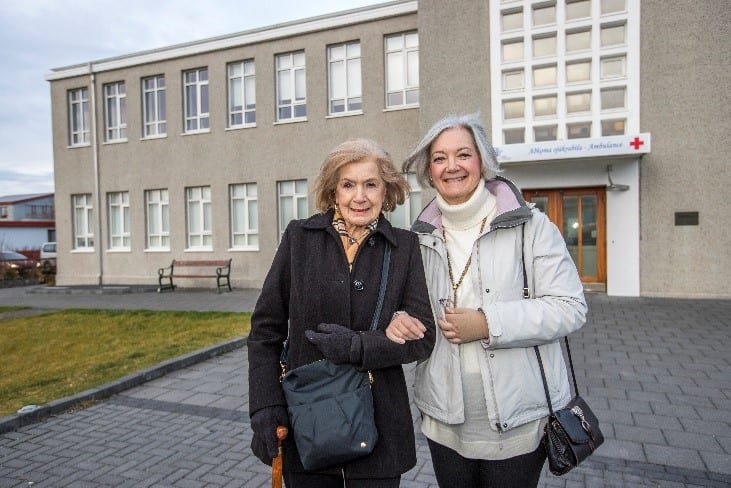 flight attendant, Flight attendant reconnects with Iceland 60 years after emergency landing, Buzz travel   eTurboNews  Travel News