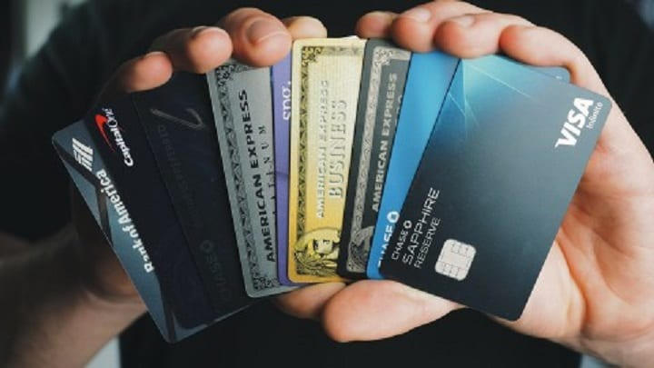 How citizens of Singapore can replace paper currency with these popular credit cards