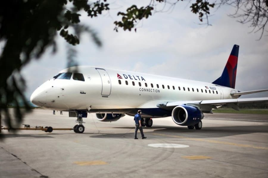 , SkyWest places 2M order with Embraer, Buzz travel | eTurboNews |Travel News
