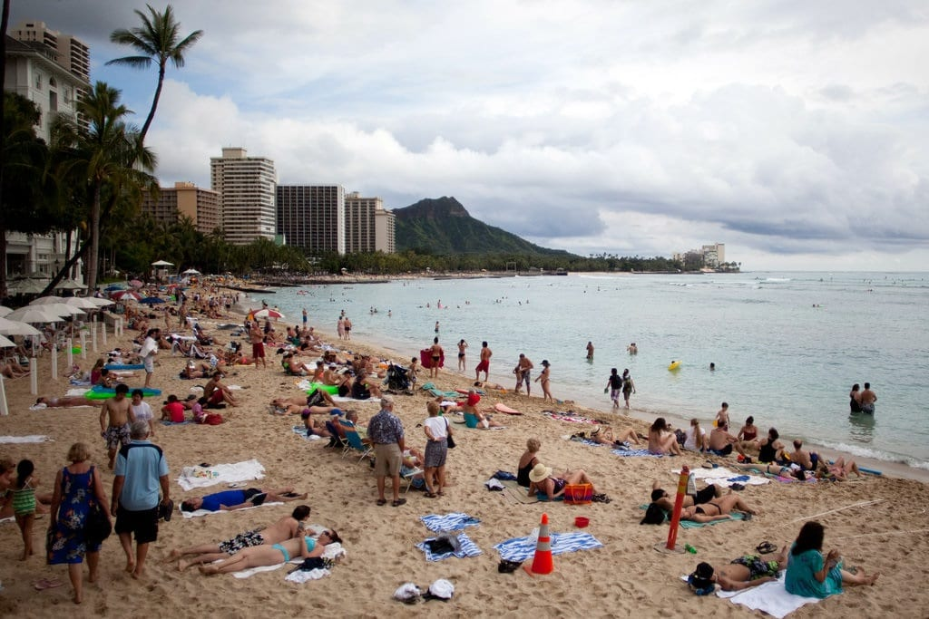 Hawaii Tourism: January visitor spending down 3.8%