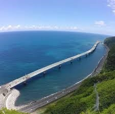 """""""The urgency of the New Coastal Road"""" for Reunion Island makes news"""