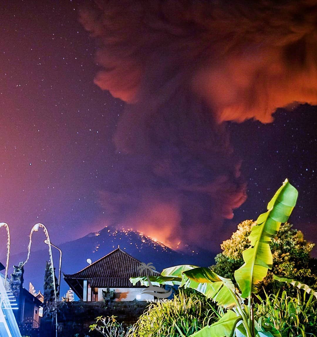Mount Agung forces Den Pasar Airport to close spewing tons of CO2 into the atmosphere