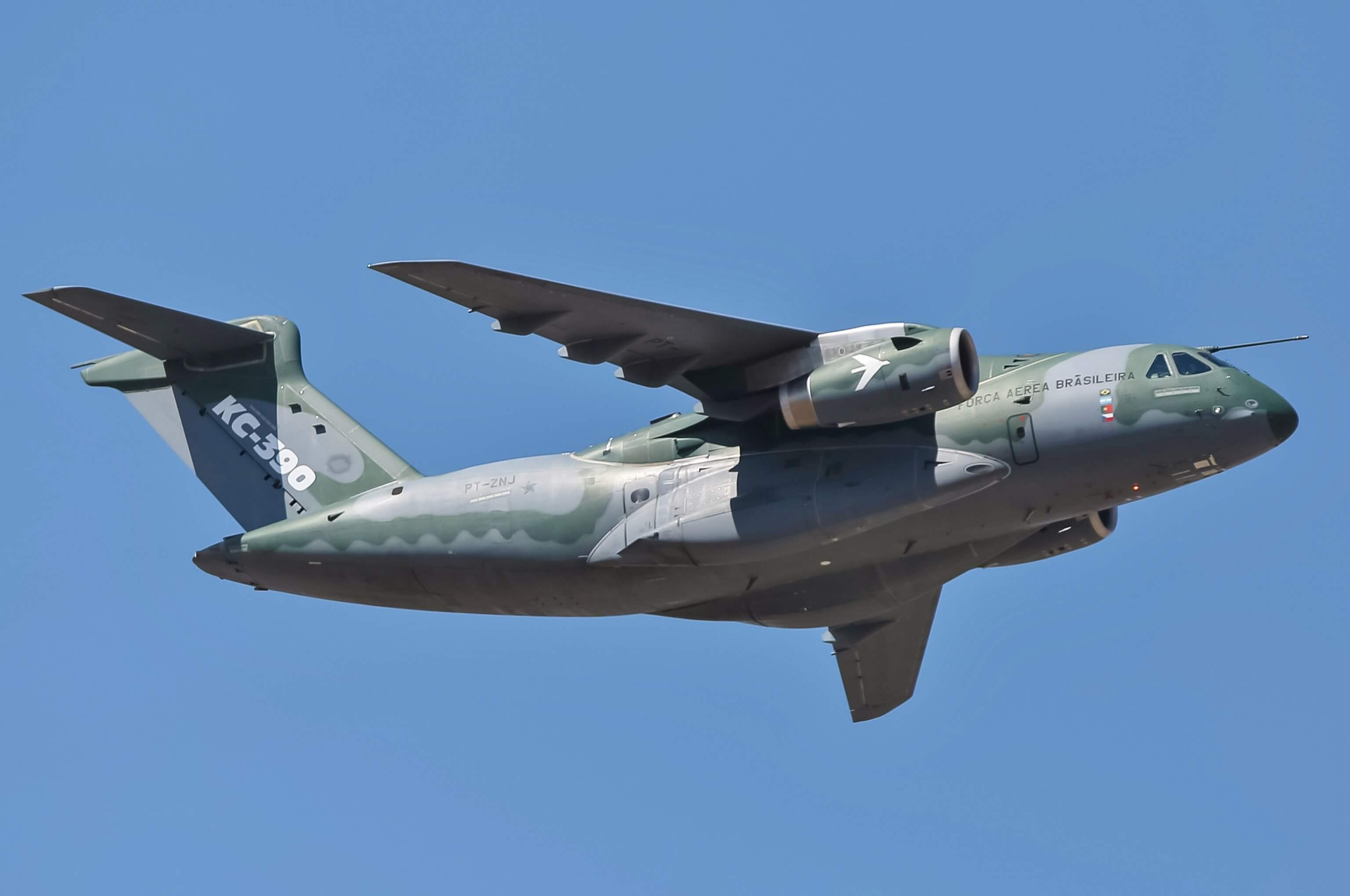 Embraer takes to the Paris Air Show the multi-mission Airlift KC-390