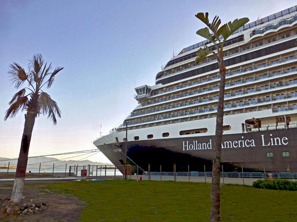 Holland America Line invites guests to discover Aloha spirit in Hawaii