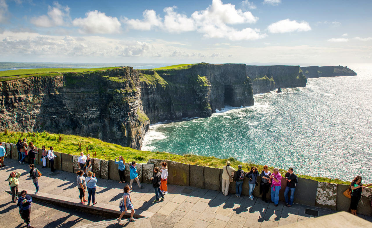 More tourists visiting Ireland but spending less