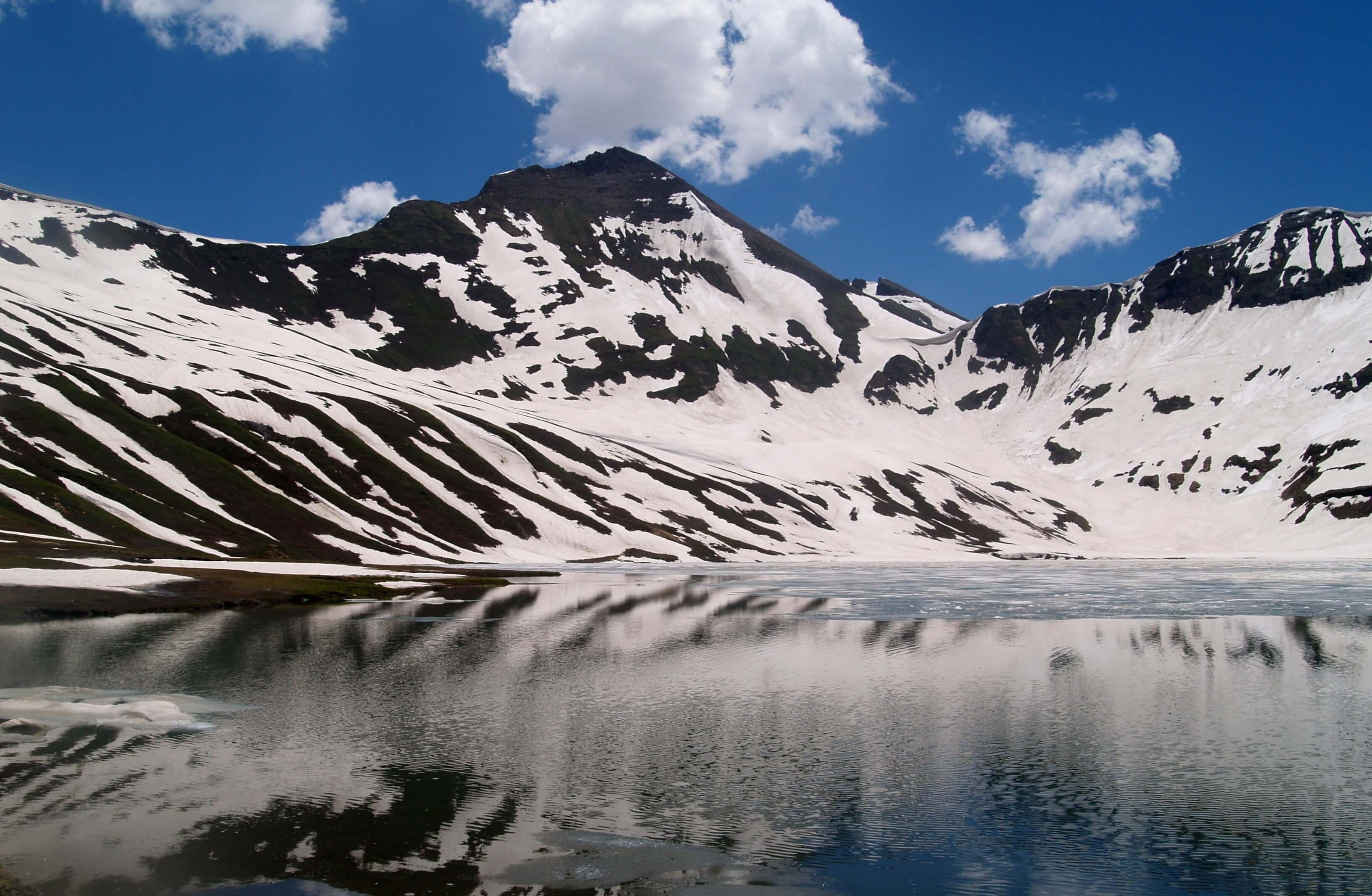 Pakistan Tourism: Naran Valley has no electricity