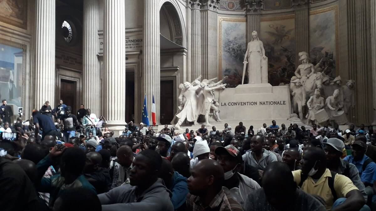 , Chaos in Paris: Illegal migrants storm famous tourist site, demand 'papers', Buzz travel | eTurboNews |Travel News