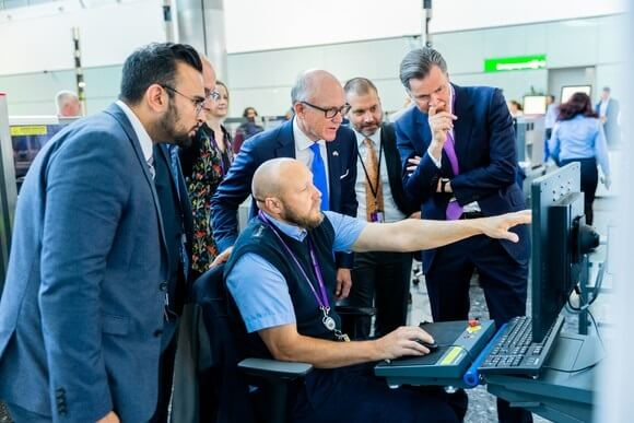 US Ambassador celebrates Heathrow's special security relationship with US during visit