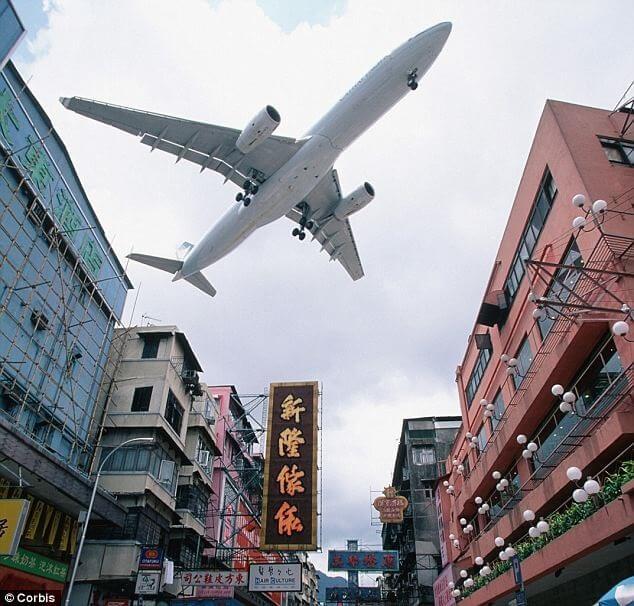 Short-term set-back: Demonstrations cause 5.4% drop in Hong Kong flight bookings