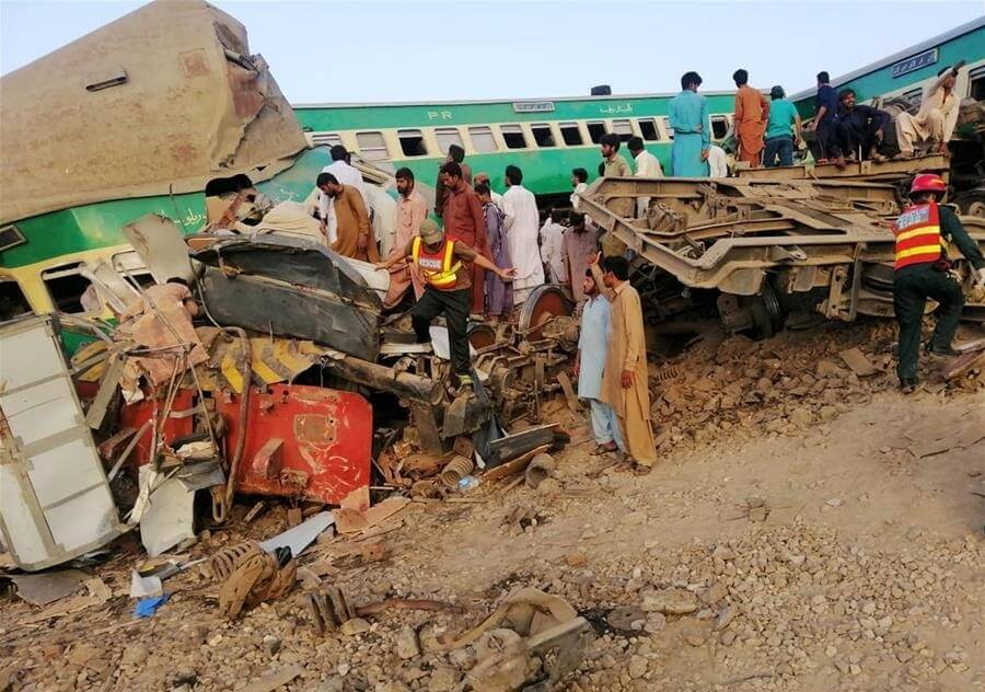 13 killed, over 70 injured in Pakistan train crash | Buzz