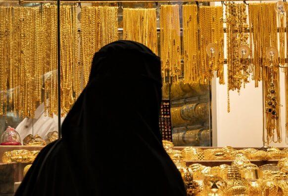 'Emirati princess' con artist swindles Paris shop out of $1.78 million worth of jewelry