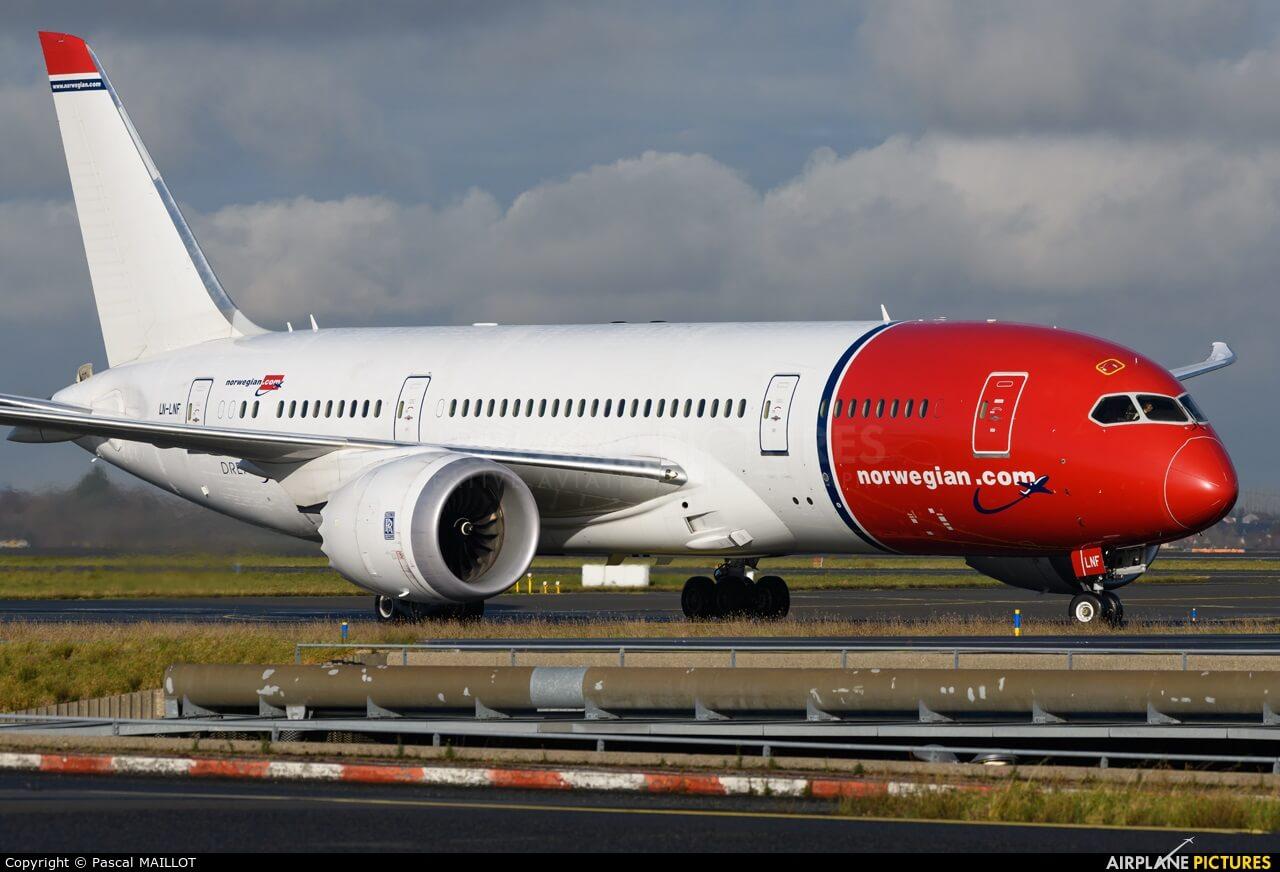 Norwegian Air Boeing 787's engine disintegrates mid-air over Rome