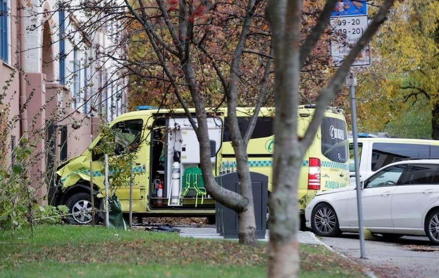 Terror in Oslo: Five injured as armed man in stolen ambulance rams bystanders