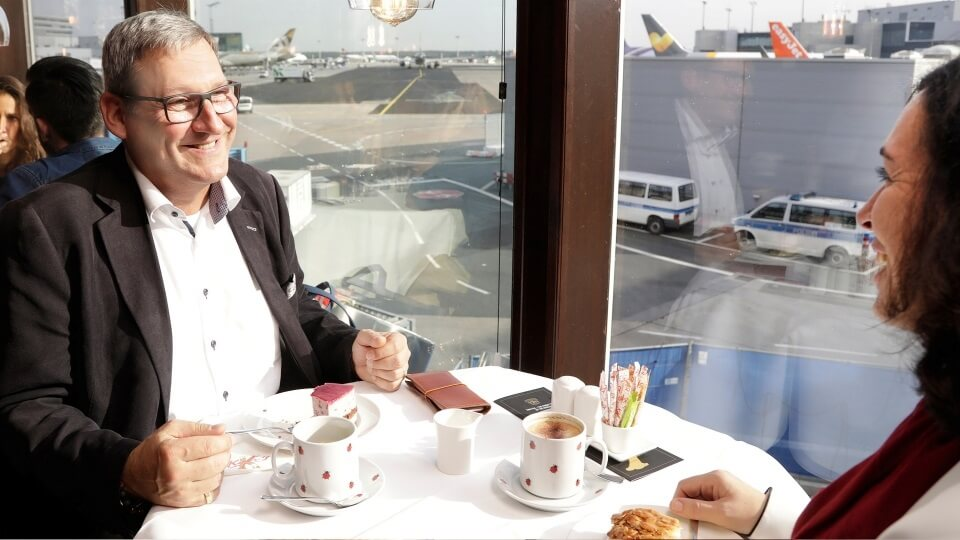 """""""Café de Luxe"""": Frankfurt Airport offers airport tour with coffee and cake"""