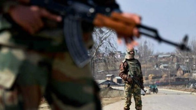 Kashmir terror attack leaves 10 wounded