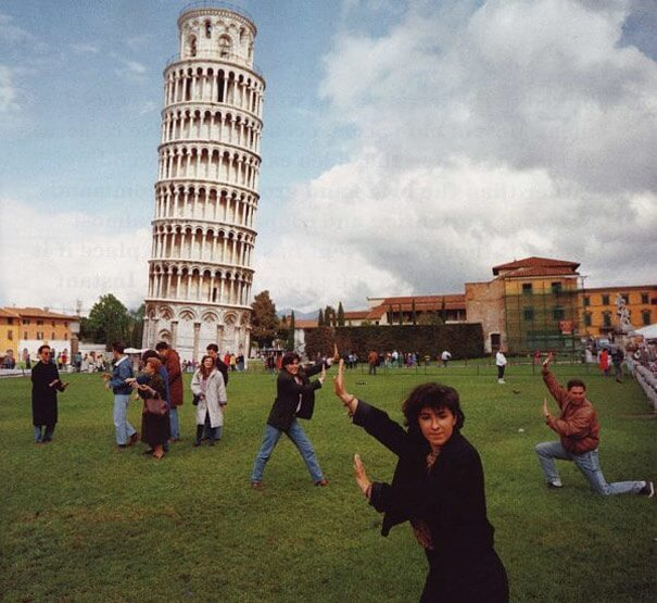 American tourists damage Leaning Tower of Pisa for a selfie