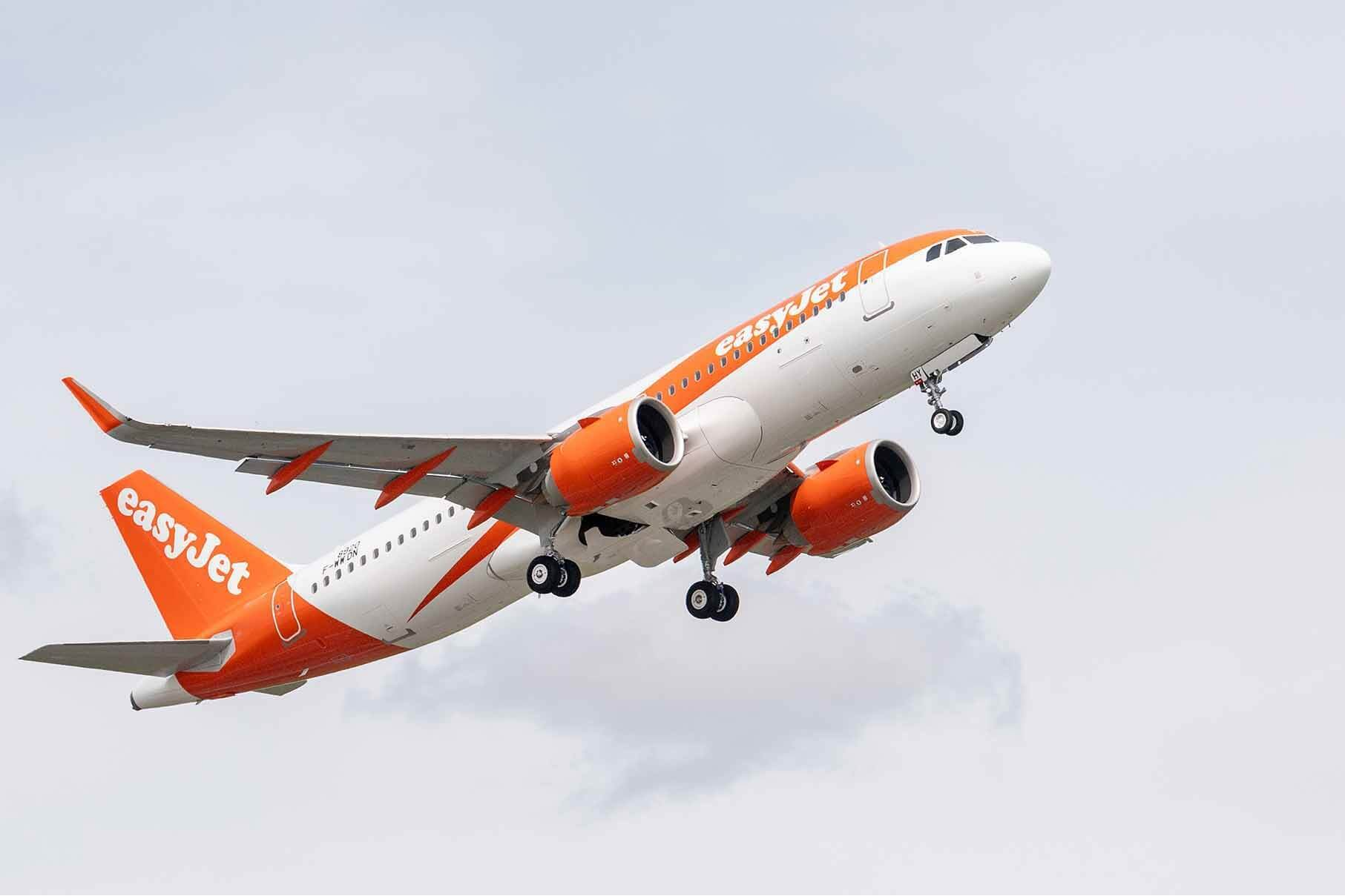 British easyJet orders 12 more Airbus A320neo jets