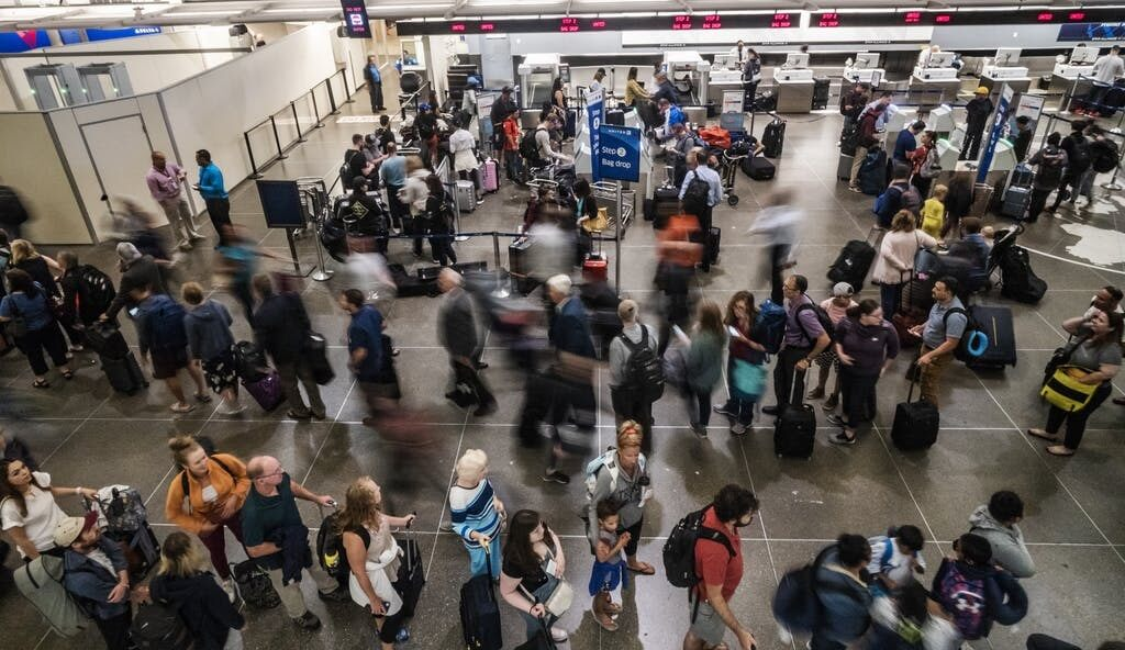 Worst days and routes to fly over Thanksgiving weekend | BUZZ.travel breaking news