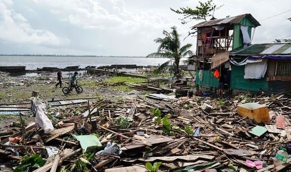 Deadly Christmas: Typhoon Phanfone kills 16 people in central Philippines