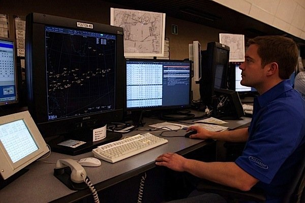 Canadian air traffic controllers ratify collective agreement