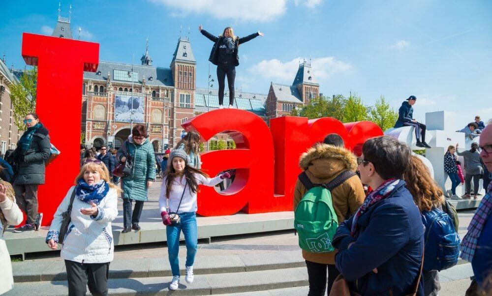 Amsterdam visitors hit with new 10% tourist tax