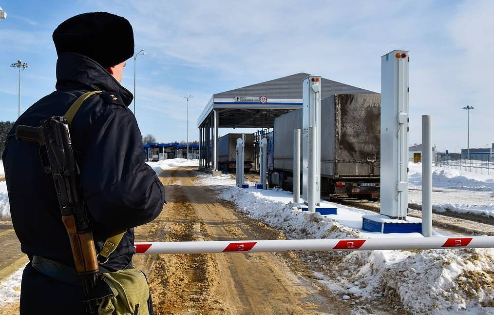 Russia closes borders completely over coronavirus pandemic