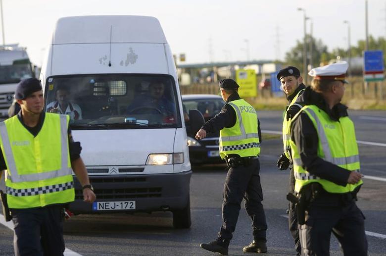 Austria bans France, Spain, Switzerland flights, introduces border checks