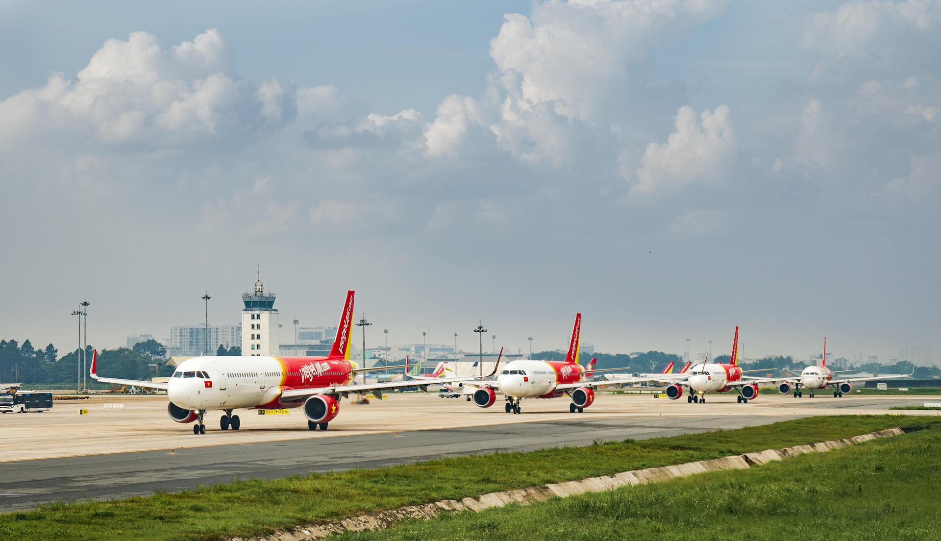Vietjet introduces COVID-19 insurance to boost domestic travel