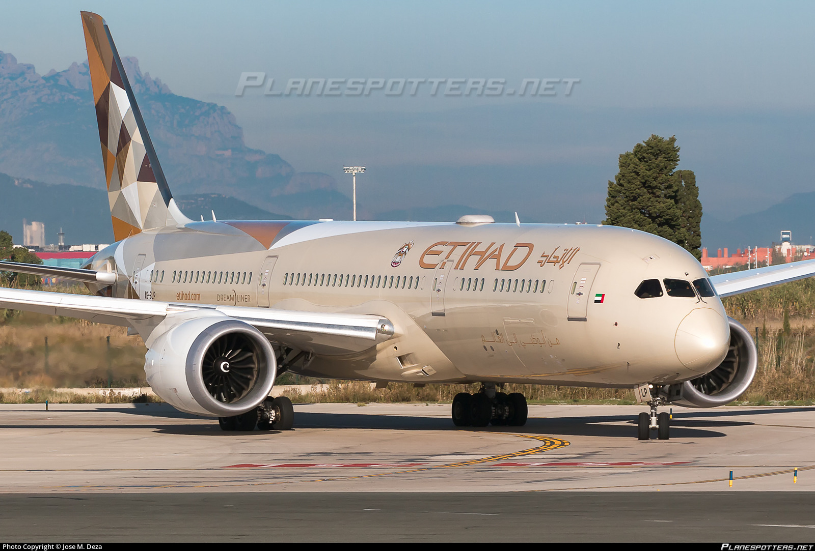 Etihad Airways charter flights to Russia after flight suspension due to COVID-19