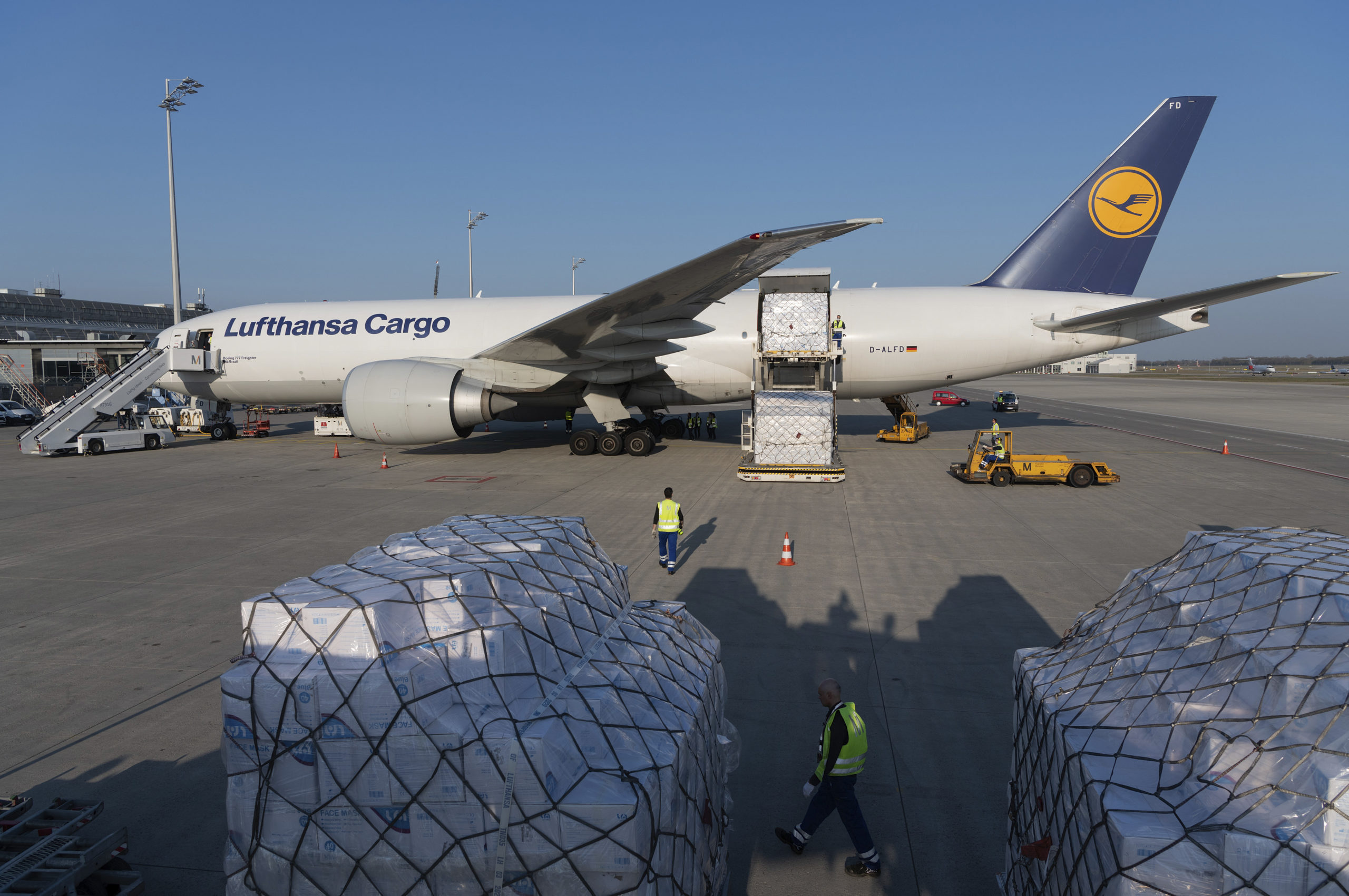 Lufthansa brings eight million protective masks to Munich