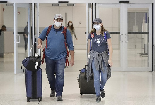 Hawaii Tourists Still Arriving in Hawaii Despite COVID-19