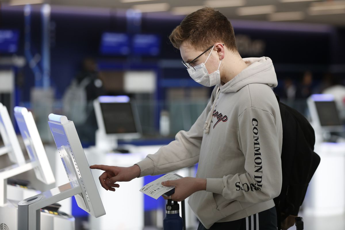 Alaska Airlines and Horizon Air require face masks for employees and flyers