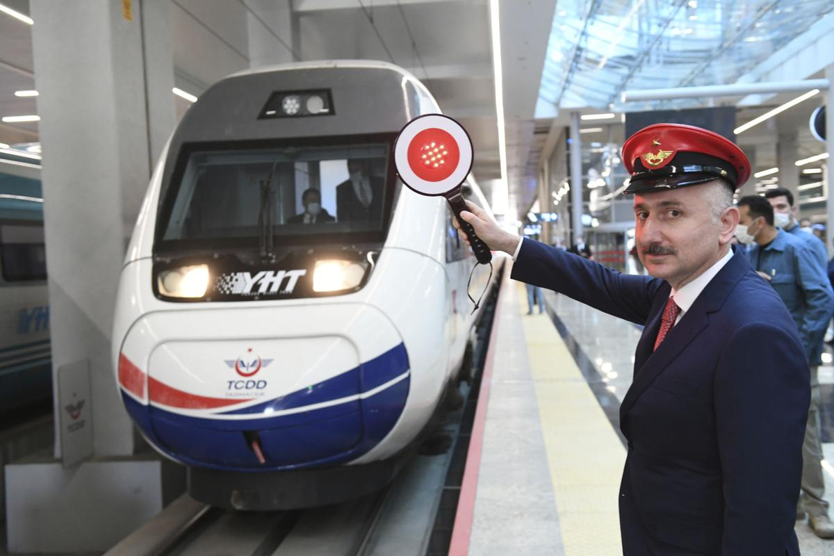 Turkey resumes passenger train services at half capacity
