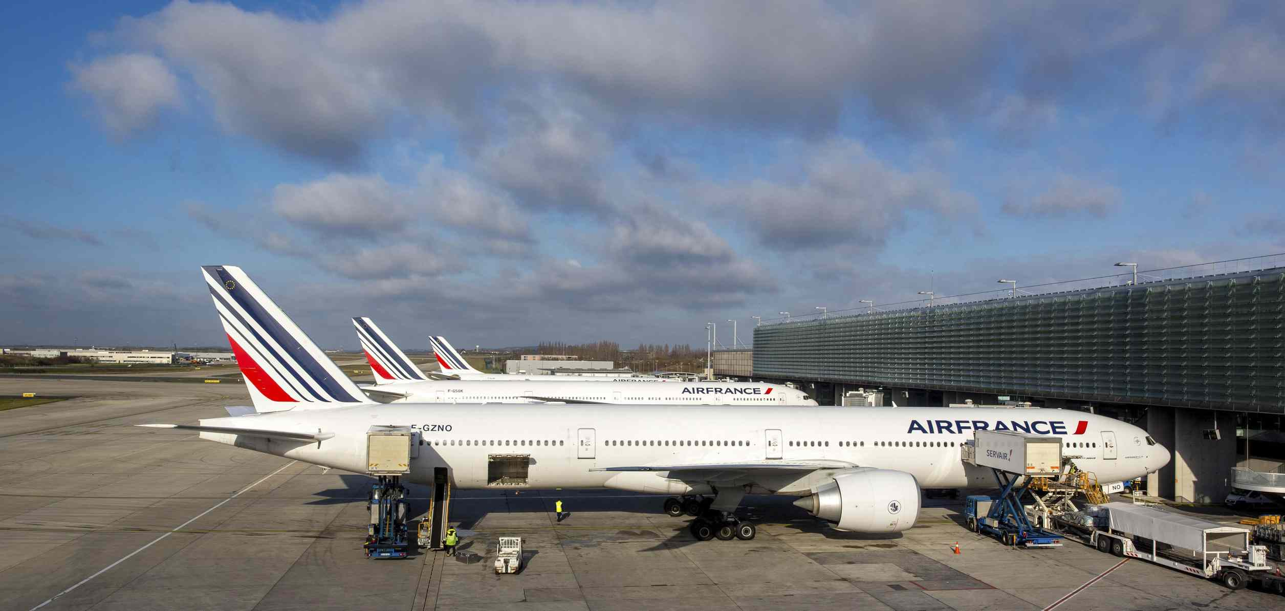 France pledges €300 million to support nation's airports