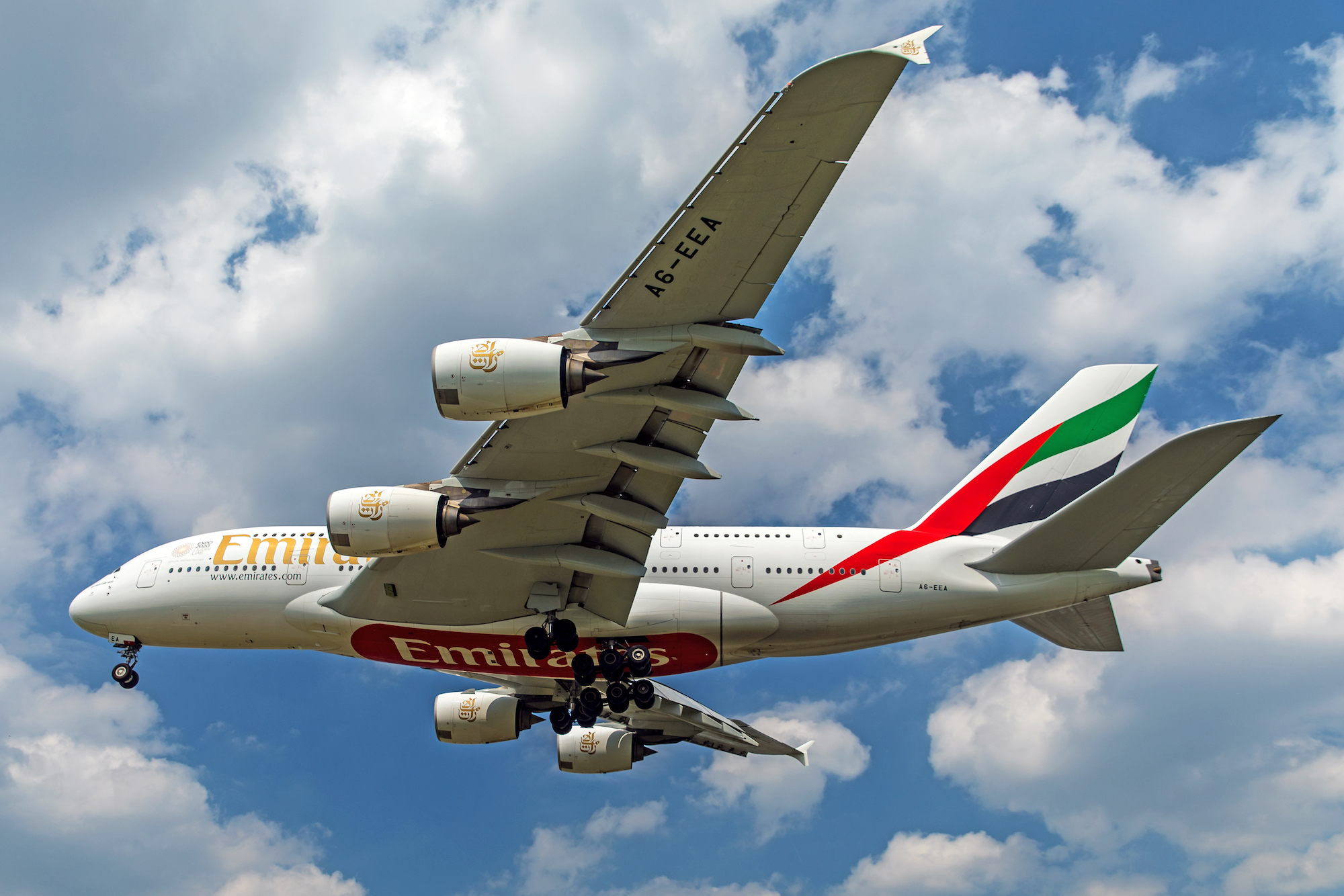 Emirates to fly Airbus A380 super jumbo to London Heathrow and Paris