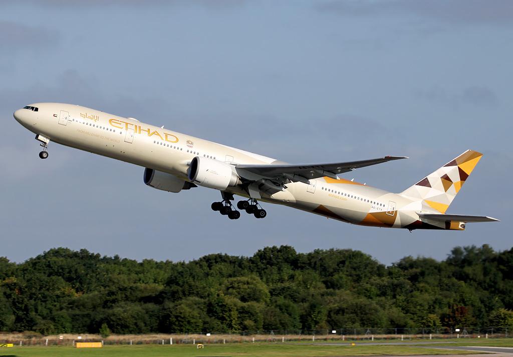 Etihad Airways flies back to Shanghai