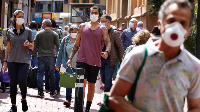 Face masks now mandatory at all placed at all times in Madrid