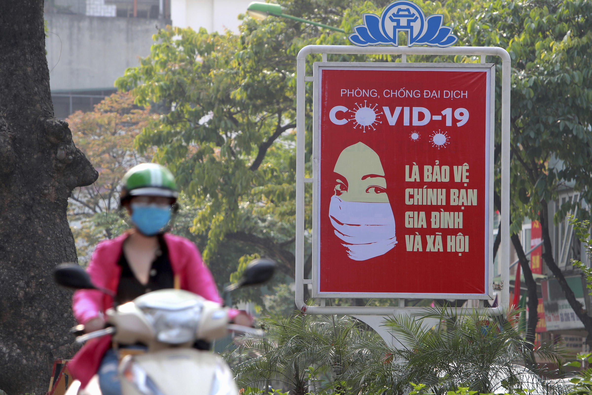 Hanoi shuts down bars, clubs and bans parties after COVID-19 spike