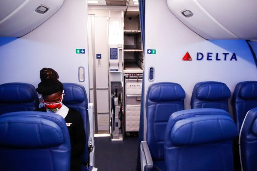 Delta Air Lines expands change-fee waivers for new bookings, travel through 2020