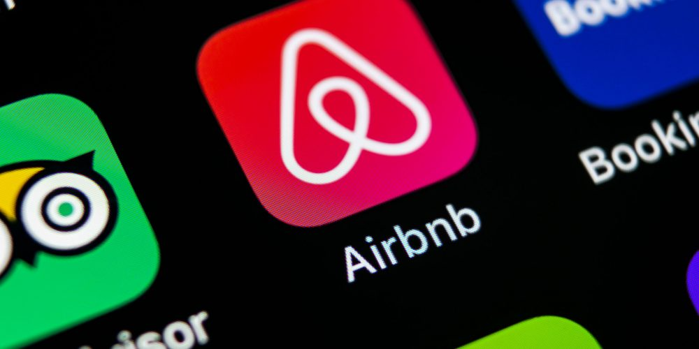 Airbnb worldwide data breach allowing users to access other users inboxes