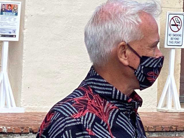 Honolulu Mayor wants tourists back while Governor Ige says: Wait!