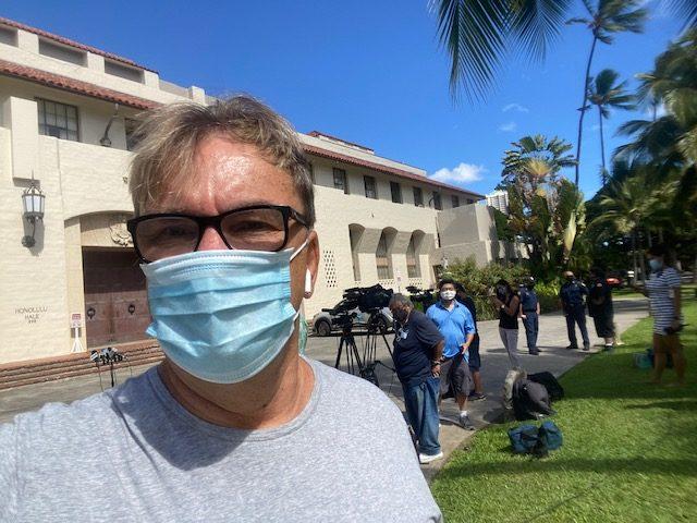 Honolulu Mayor wants tourists back while Governor Ige says wait!