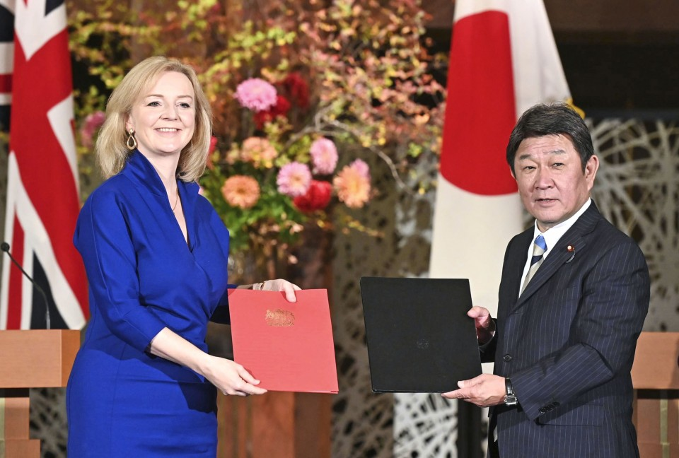 UK and Japan sign post-Brexit free trade agreement