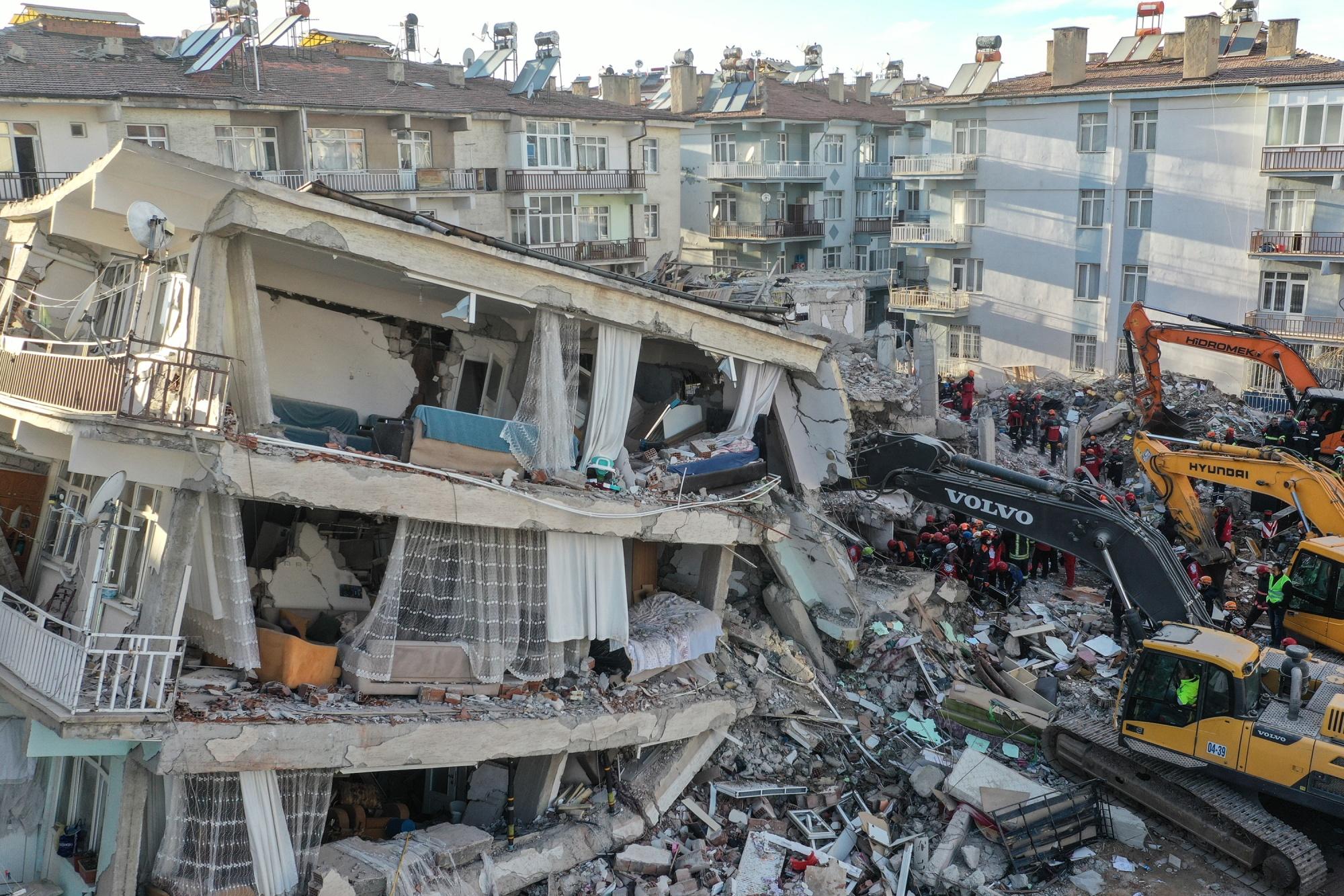 Powerful aftershock follows deadly Turkey earthquake