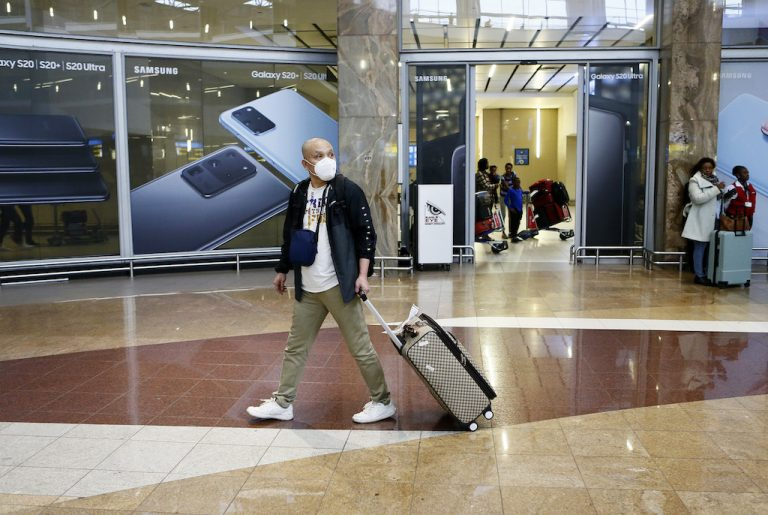 Switzerland announces entry ban, retroactive quarantine for persons from UK and South Africa